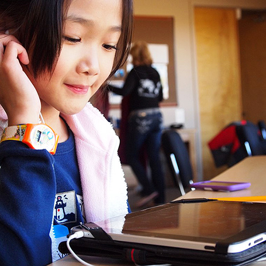 girl using ipad at her desk