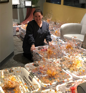 woman making gift baskets for thanksgiving